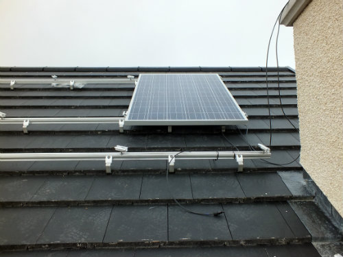 Solar panel on roof rails